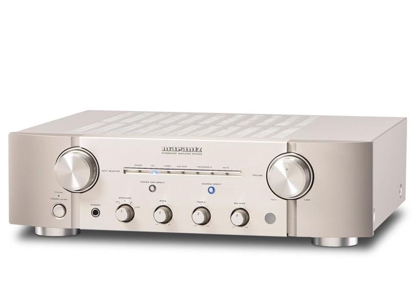 进行了全新设计,以满足所钟爱的音乐和广大音乐迷 从外形到电路板设计的细节,M-1设计给人耳目一新的感觉,由此诞生了PureBasic系列产品。M-1设计是指继承上一代机型Premium系列的特征并象征马兰士音质的创造性设计。其特性之一就是采用彻底追求音乐的分割式子框架结构。在确保底盘刚性的前提下,将前部分割成3块,并在高刚性<玻璃纤维增强树脂>曲面板上插入了中心部金属材料。不同材质组合而成的结构使振动得以分散,产生了吸收不必要振动的效果,从而飞跃性地提高了播放音质。此外,通过采用别致的银色、金